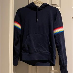 Navy sweatshirt w stripped sleeves